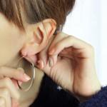 耳から臭い汁が出ている!かゆい・痛いの原因や対処法は?