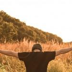 腰から背中にかけて痛い症状が続く!11個の原因を解説!