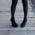 XO脚の原因や特徴は?歩き方や座り方で改善できるかも解説!