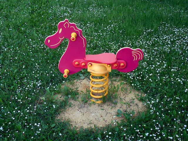 rocking-horse-353745_640