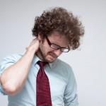 首の筋違いを簡単に治したい!朝起きたら痛い時の対処法4選!