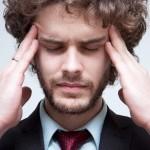 こめかみを締め付けられる様な頭痛!ズキズキする原因は?