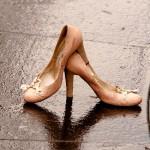 ヒールの履きすぎで足の指が痺れる!靴以外にも様々な原因が!?