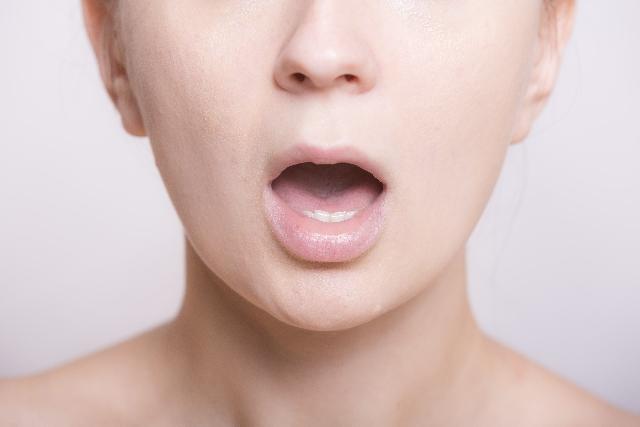 歯茎が黒い原因