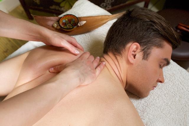 首の後ろの痛みの原因