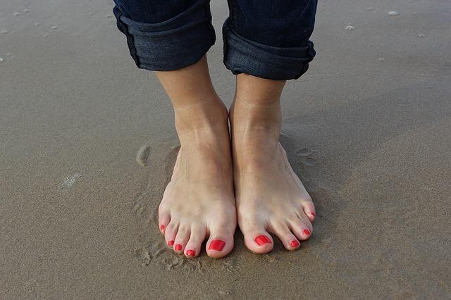 足の指の皮がむける原因