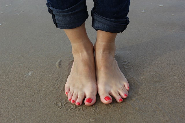 足に赤い斑点