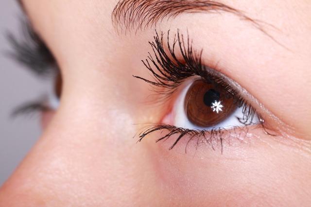 瞬きと目の痛みの原因