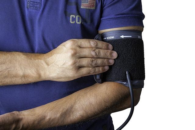 血圧計とドクター