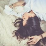 横になるとめまいや吐き気がする!ぐるぐる回る症状を解説