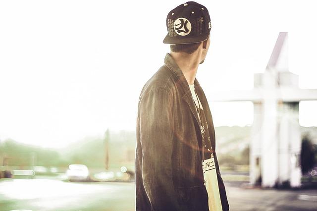 帽子の男性
