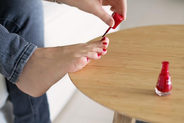 足の指が曲がる原因