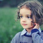 鼓膜が破れる原因を解説!耳が詰まる症状は要注意!